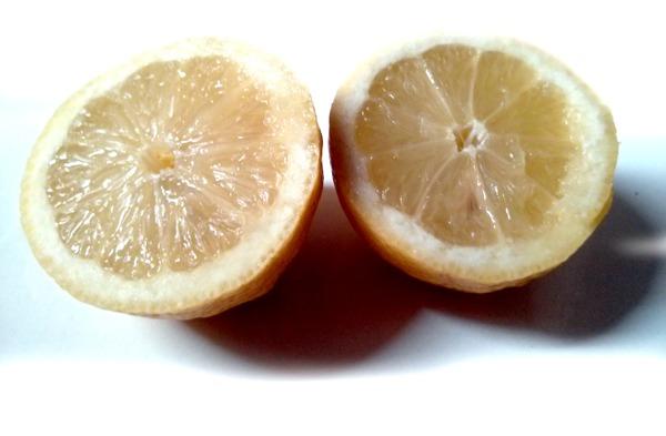 Les bienfaits du citron pressé dans de l'eau tiède le matin pour profiter de ses vertus et de son pouvoir antioxydant sur lutetiaflaviae.com
