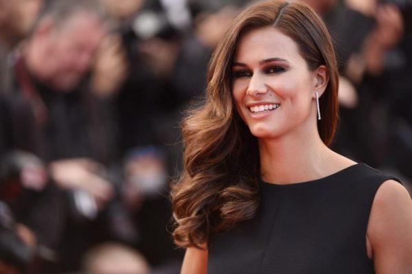 Claudia Veiria une des plus portugaises les plus célèbres et populaires dont la beauté et le style inspirent sur lutetiaflaviae.com