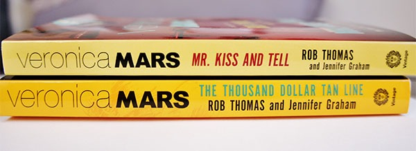 Les deux livres de l'univers de Veronica Mars : The Thousand Dollar Tan Line et Mr. Kiss And Tell à découvrir sur lutetiaflaviae.com