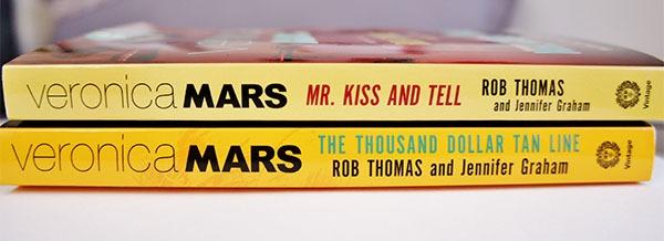Les deux livres de l'univers de Veronica Mars : The Thousand Dollar Tan Line et Mr. Kiss And Tell à découvrir sur lutetiaflaviae.com