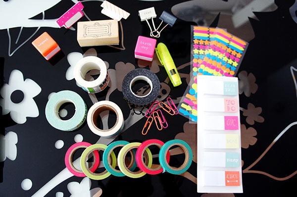 Customiser son agenda facilement et pour pas cher grâce à des masking tapes, des tampons et autres objets de papeterie