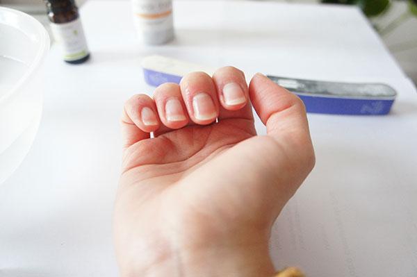 Mes ongles beaux naturellement après ma manucure maison avec un polissoir sur lutetiaflaviae.com
