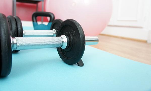 Mes haltères ont complètement intégré ma routine sportive. S'ils peuvent effrayer en premier lieu, ils s'avèrent indispensables pour se muscler correctement. Lisez mes 10 bonnes raisons de se muscler sur lutetiaflaviae.com !