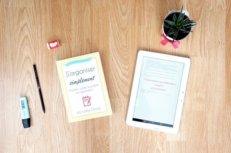 Le livre et l'ebook S'organiser simplement de Lutetia Flaviae pour apprendre à planifier son équilibre au quotidien sont disponibles sur lutetiaflaviae.com ! Découvrez-les sans plus attendre pour gérer votre temps sans stress ni pression !